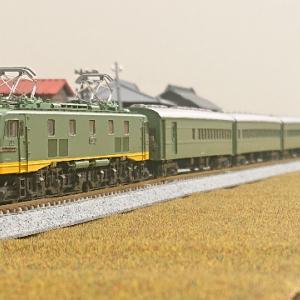 ゴハチの晴れ姿 KATO EF58の特急列車