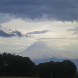 雲に包まれる富士山