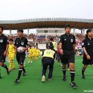 サッカー審判「6万人の客のブーイングは全然気にならないけど選手の抗議はストレス」←豆腐メンタルすぎ