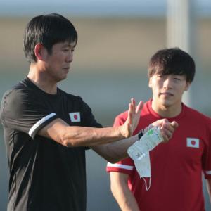 森保監督と川口能活GKコーチ登場にサポ拍手 4強一夜明けトレーニング