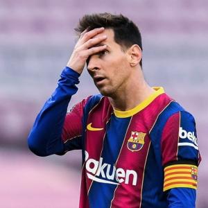"""「クラブの戦力に不満が…」メッシのバルセロナ電撃退団のワケは? 発表前に現地メディアが報じていた""""予兆"""""""