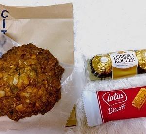 シティベーカリーのココナッツクッキー、ロータスビスケット、フェレロ ロシェを食べて幸せ♪