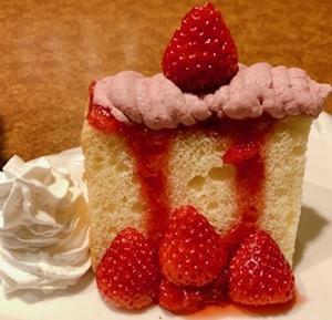 シルキーソフトケーキ(苺シフォンケーキ)びっくりドンキー【期間限定】イチゴデザート