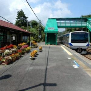 常磐線末続駅【花壇と海が見える駅】
