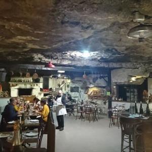 フランス 洞窟のレストラン 21