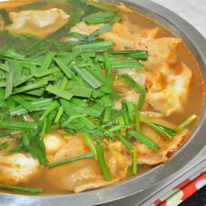 餃子キムチ鍋〜