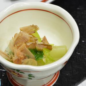 小鉢をいっぱい並べて和食!
