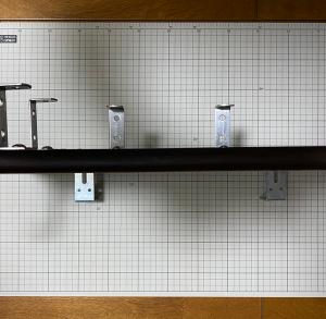 iPad台の下にリバーブを吊り下げる