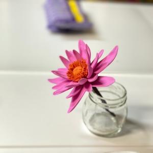 ガラスの花器に涼しげな作品を作っていきます。【レッスンレポート】