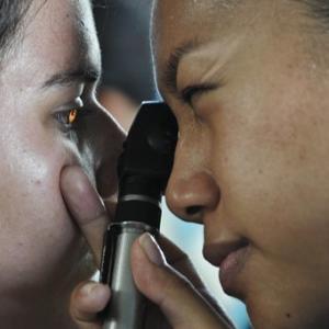 """ナナメ読み~『やってはいけない目の治療 スーパードクターが教える""""ほんとうは怖い""""目のはなし』"""