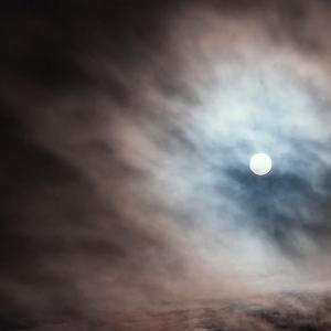 灰色の雲の仕業