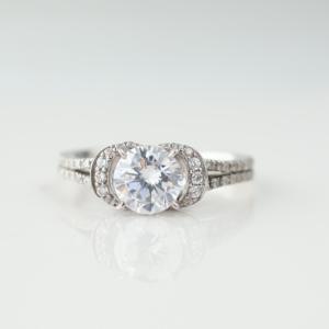 華やかで、かわいらしいダイヤリング