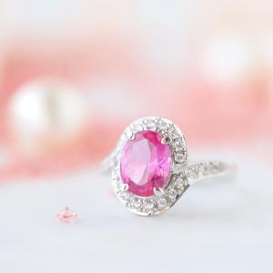 恋愛成就の宝石、ピンクサファイアのリング。