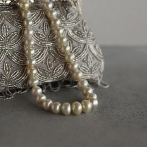 バロックの南洋真珠のネックレス。