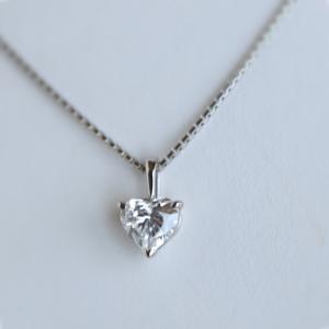 ハートのダイヤのネックレス