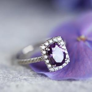 アメジストは誠実な相手とのご縁呼びこむ宝石です。