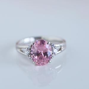 恋愛運をアップしてくれるピンクトルマリンのリング。