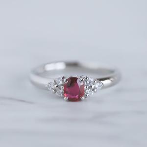 昔ご主人様からいただいたルビーの婚約指輪を着けやすいリングにリフォームしました。