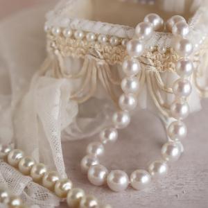 40代を過ぎたら南洋白蝶真珠ネックレスがよく似合います。
