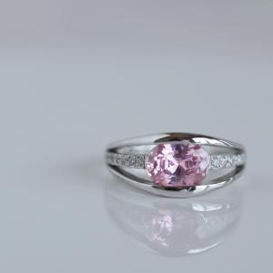 ピンクトルマリンは良いご縁を引き寄せる宝石です。