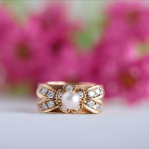 小さなあこや真珠のお花モチーフリング。