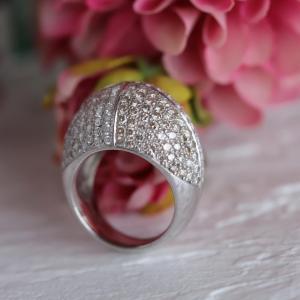 ボリュームのあるダイヤパヴェリングです。