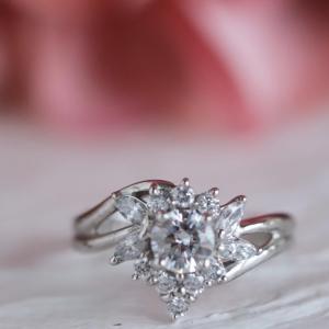 華やかなダイヤ取り巻きリング