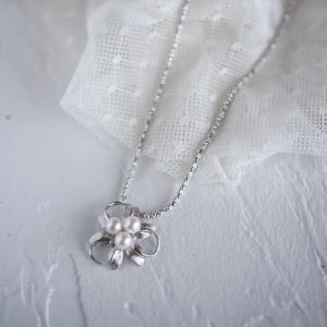 真珠のブローチの形をそのままにネックレスにリフォーム。