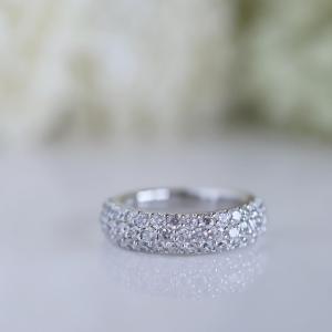 キラキラ美しいダイヤパヴェリング。