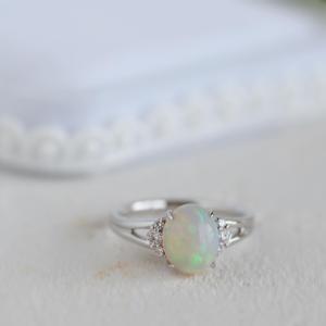 婚約指輪に美しいオパールの指輪をオーダーいただきました。