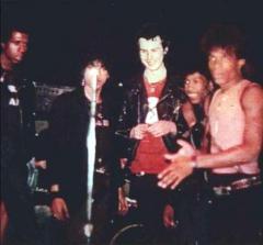 PURE HELL Noise Addiction「パンクシーンは1980年にシド(ヴィシャス)と共に亡くなっちまった」