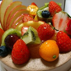 フルーツたっぷり生チョコケーキ