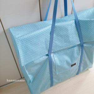 ラミネート生地のお昼寝布団バッグ。