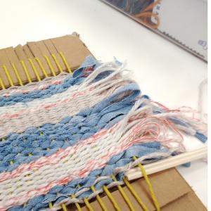体験しました。毛糸で織るコースター(鍋敷き)