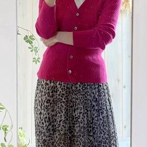 ピンクベージュよりもピンクとブラックコーデが女性を美しく見せる!