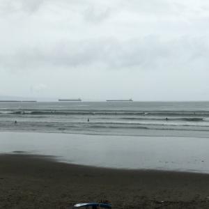7月19日 磯ノ浦 台風5号狙い電車サーフィンして帰ってまた磯ノ浦?
