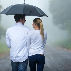 心が土砂降りの雨の日は、傘を借りよう。