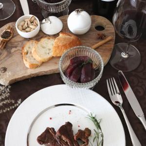 飲み頃ボルドーで秋の食卓、便利な食器レンタルサービスで。