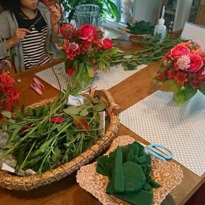 お誕生日月、赤い薔薇を使って