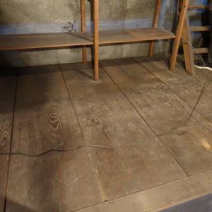 古材の向板と煤の女竹