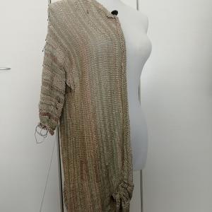 袖から編むプル、半身が編めました。