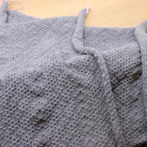 機械編みの羽織物【身頃完成】
