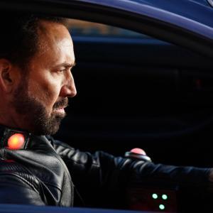 ニコラス・ケイジがママチャリに乗る『プリズナーズ・オブ・ゴーストランド』映像到着