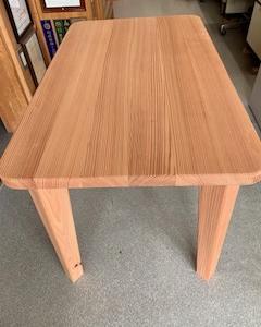 山武スギのテーブル