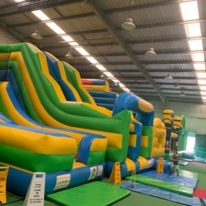 Inflatable World で 遊ぶ