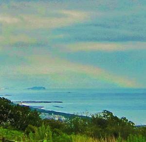 吉兆や江ノ島越える太き虹