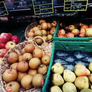 フランスのスーパーで買った気軽な果物