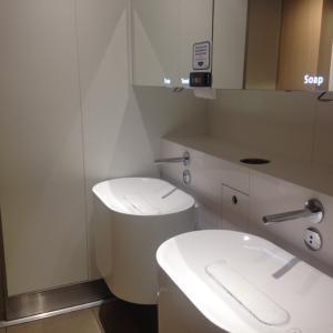 アムステルダム・スキポール空港(AMS)での飲み水と軽食について