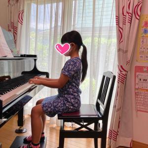 ピアノを弾く姿勢、手のフォーム