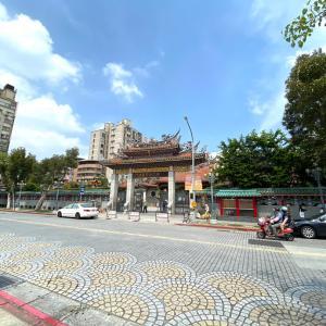 台湾の漢方ハーブ 龍山寺横の青草街